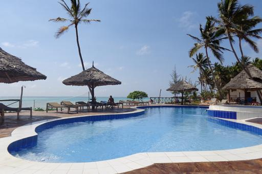 zwembad reef en beach resort